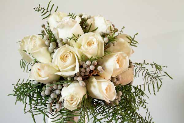 white rose and berzillia berries