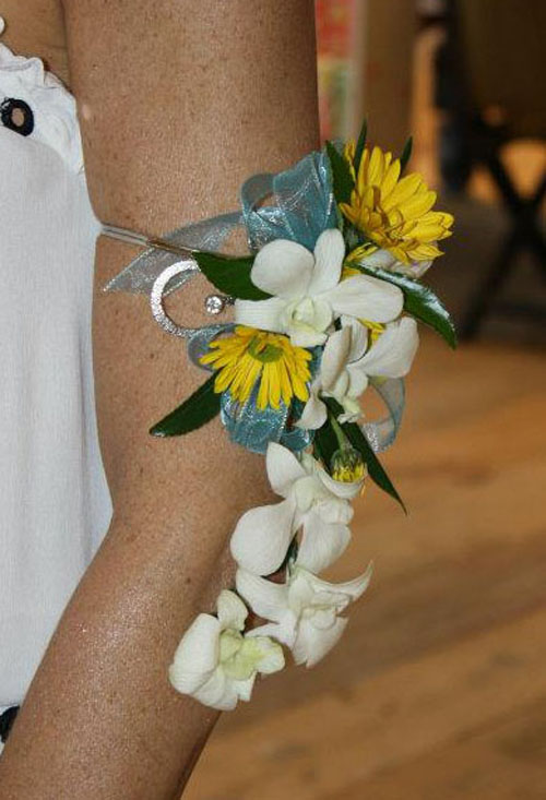orchid and daisy corsage