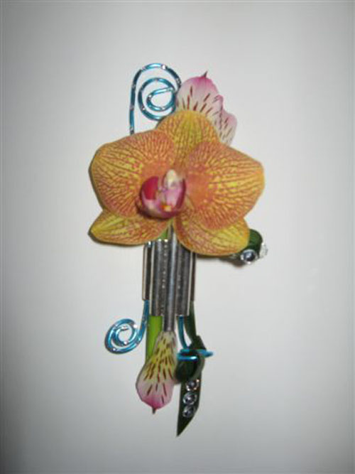 contemporary boutonniere