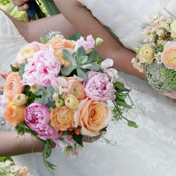pink and peach bridal bouquet