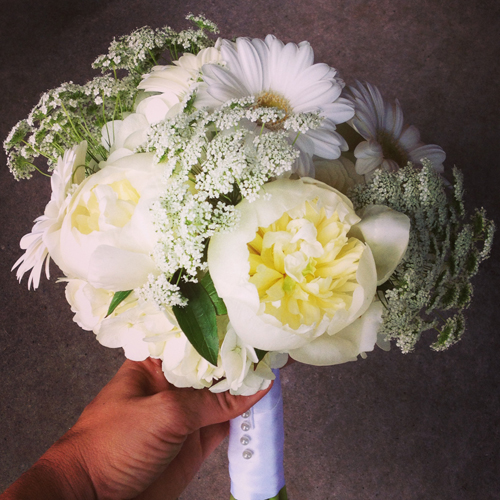 white peony and queen anne's lace bouquet