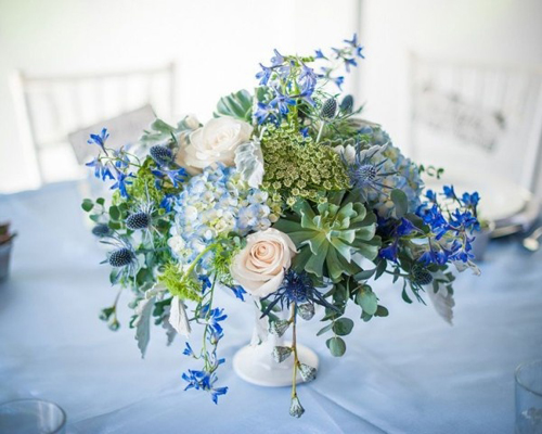 blue and white floral centerpiece