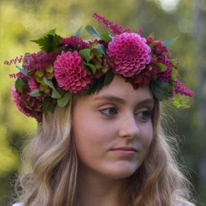 floral design class in Seattle - how to create a flower halo