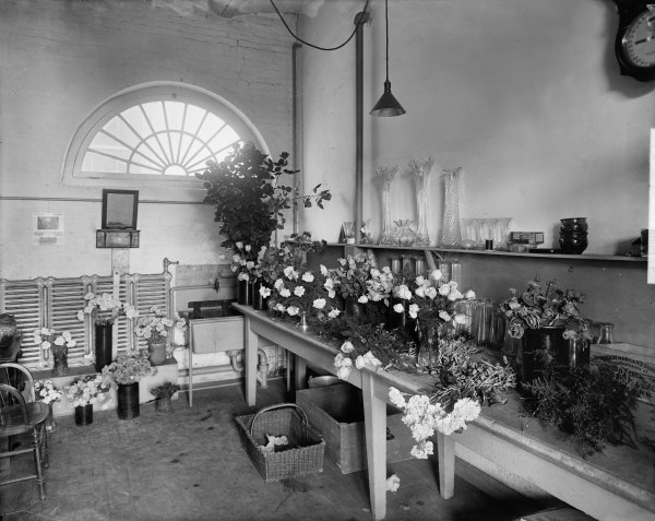 White House The post-1908 Flower Shop, looking west, shown here probably in 1909 (Library of Congress - Harris & Ewing)