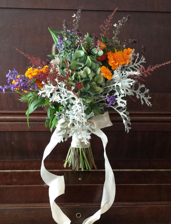 Della Blooms - Fall foraged bouquet