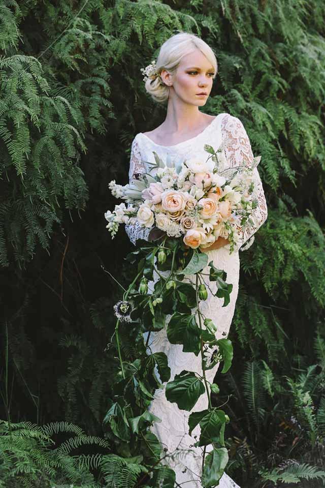 Jardine Botanic - cascading bouquet