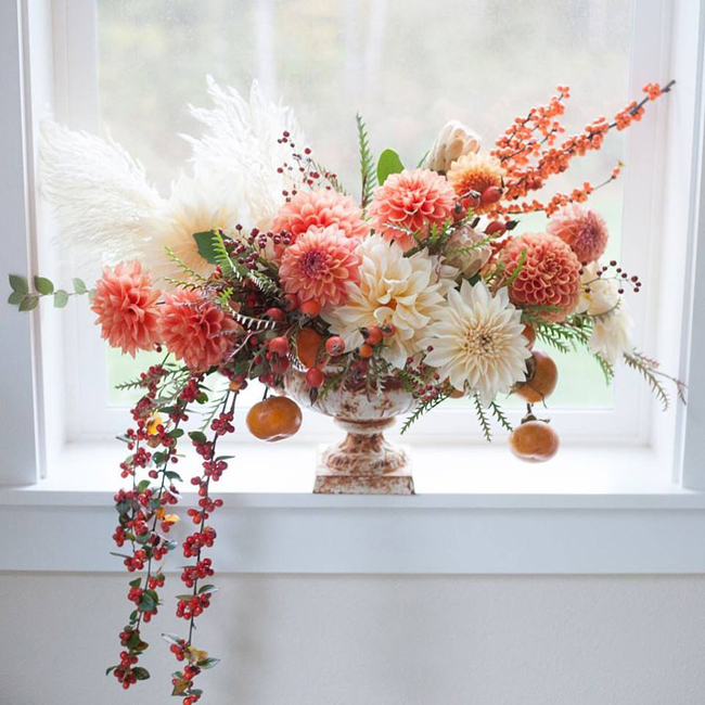 Bella Fiori - flower arrangement with dahlias, berries, persimmons