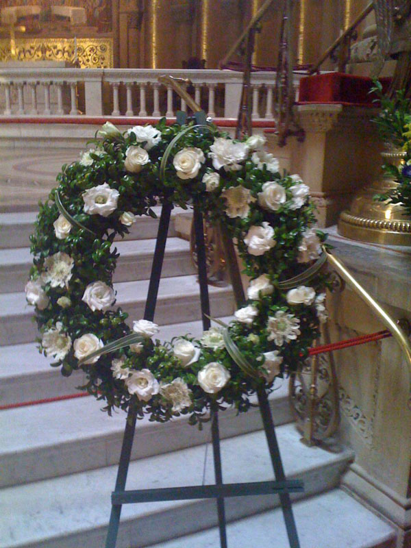 white flower sympathy wreath