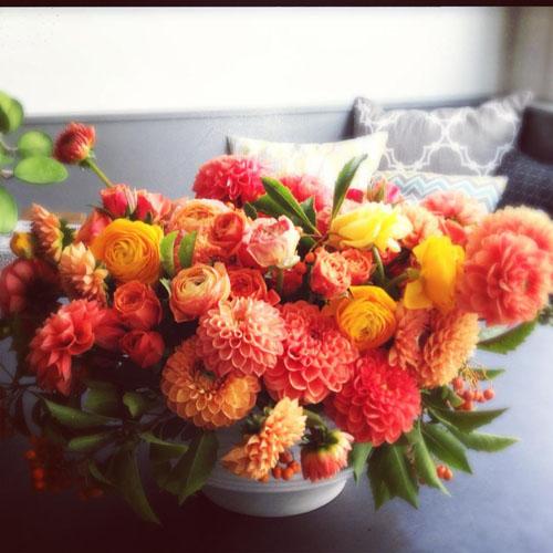 orange dahlia and ranunculus flower centerpiece
