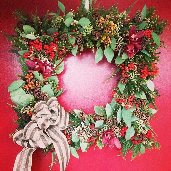 green leaves and berries christmas wreath
