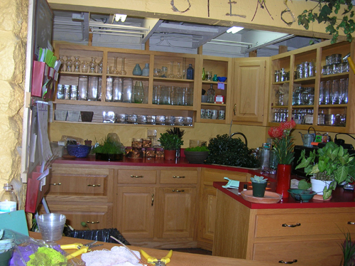 Designing a floral designer studio flirty fleurs the for Designs east florist interior