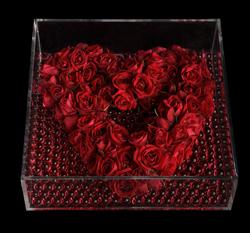 Ovando, contemporary red rose heart wreath