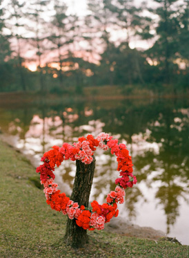 Styling and Floral by Aleksandra, heart shaped wreath of red carnations