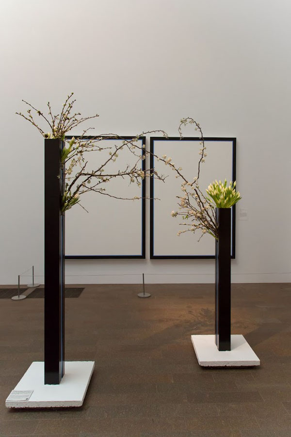 Bouquets to Art San Francisco, Jo Baer, Untitled (Vertical Flanking Diptych-Blue), 1966-1969. Acrylic on canvas, Fine Arts Museums of San Francisco, gift of Diane B. Lloyd-Butler. Floral design by Natalie Bowen Designs. Photograph: © Greg A. Lato / latoga photography