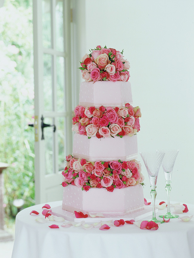 Paula Pryke, Wedding cake with pink roses in between the layers