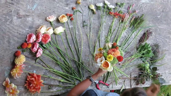 Fresh From The Field Wedding Flowers Book - making a bridal bouquet