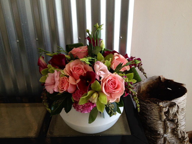 The English Garden LA - peach and green flower arrangement