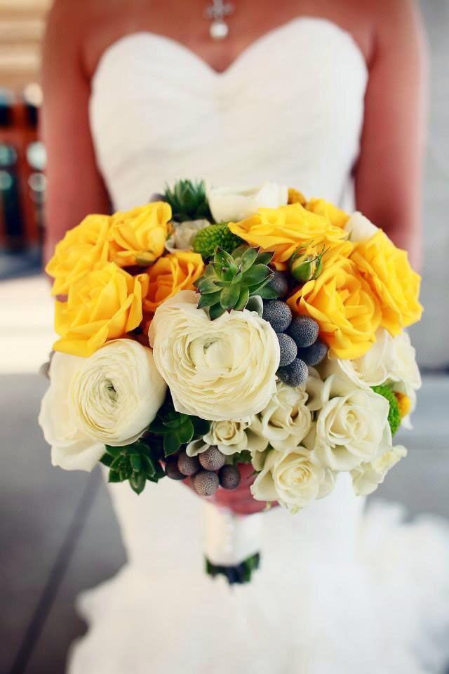 Budget Blooms, Vancouver - yellow and white bridal bouquet