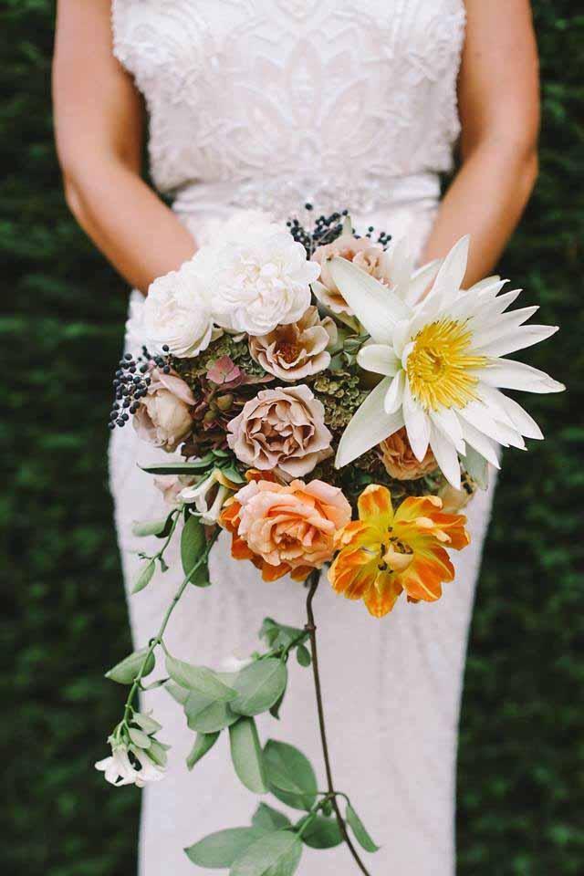 Superb Jardine Botanic   White And Gold Bouquet