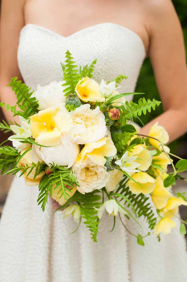 Pixies petals - yellow and white bridal bouquet