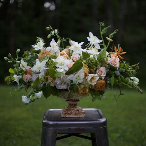 Designed by Alicia Schwede of Bella Fiori & Flirty Fleurs.
