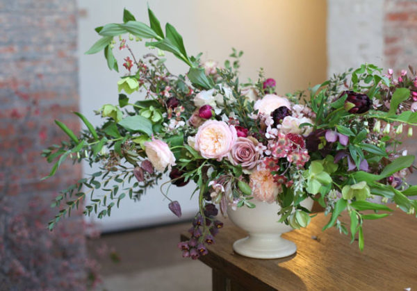 Cora Hardin, Blumenkiss - flower arrangement with the best of spring