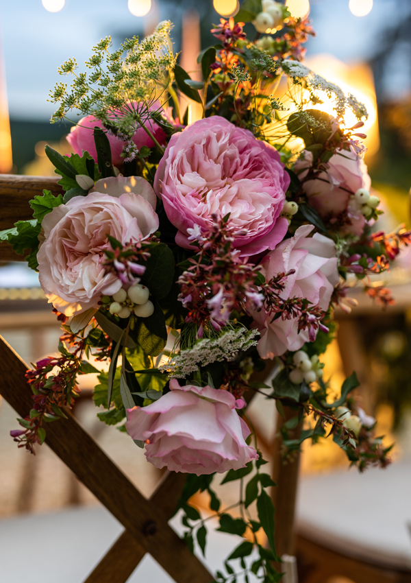 A close-up shot of the mesmerising blush pink roses of Keira (Ausboxer) and Constance (Austruss), nestled alongside their companions of ammi, snowberries and abelia, which provide the added textural detail.